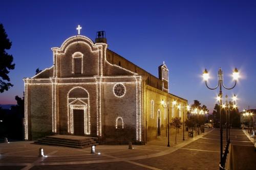 Morro D'oro - chiesa con luminarie